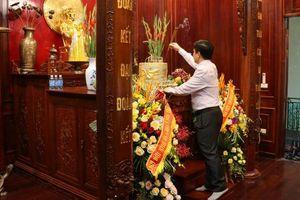 Dâng hương Chủ tịch Hồ Chí Minh nhân Kỷ niệm 129 năm ngày sinh của Người