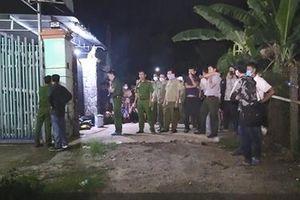 Người dân đốt bồ kết khử mùi tại nơi phát hiện 2 xác người trong 'cục bê tông'