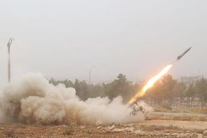 Trại tị nạn Syria bị tấn công tên lửa, nhiều người thương vong