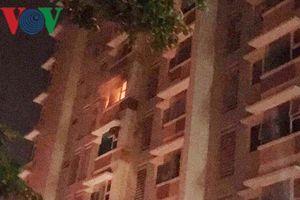 Cháy tầng 5 chung cư ở TP HCM, di tản nhiều hộ dân