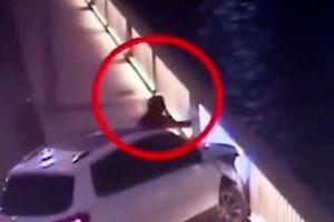 Nữ tài xế Trung Quốc tông vào lan can cầu đòi tự tử