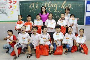 Một góc nhìn về chuyện khen thưởng học sinh cuối năm học