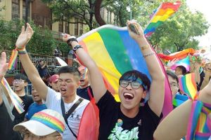Đám đông vỡ òa khi Đài Loan hợp pháp hóa hôn nhân đồng giới