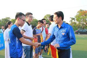 300 vận động viên tham gia Giải bóng đá Đoàn viên thanh niên Thành Vinh lần thứ V