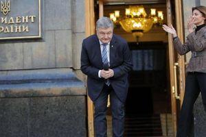 Tổng thống sắp mãn nhiệm Poroshenko bị cấm rời khỏi Ukraine