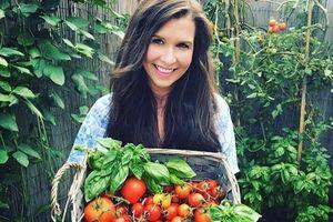 Sau khi sinh con trai đầu lòng, người mẹ trẻ quyết tâm trồng rau quả hữu cơ bảo vệ sức khỏe cả nhà
