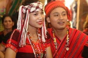 Tái hiện lễ cưới truyền thống của người dân tộc Pa Cô
