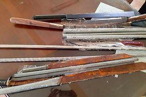 Hơn 20 trai làng cầm dao, tuýp sắt giải quyết mâu thuẫn