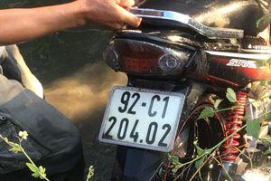 Một thanh niên lao xe máy xuống mương nước tử vong