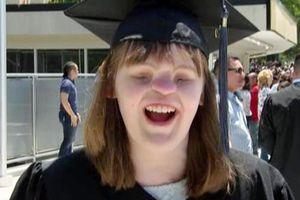 Nghị lực của nữ sinh không mắt, mũi tốt nghiệp cao đẳng
