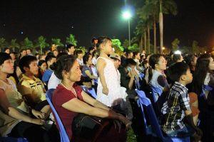 Hàng nghìn người dân tham dự tổng kết Lễ hội Làng Sen