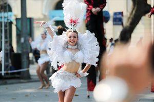 Hà Nội như tăng thêm 'nhiệt' bởi vũ điệu Carnaval đường phố nóng bỏng