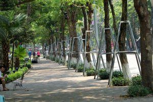 Hà Nội nắng nóng như đổ lửa, phố đi bộ hồ Hoàn Kiếm vắng tanh