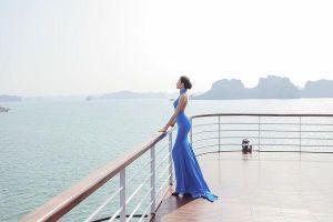 Mặc váy hở khoe trọn rãnh lưng đẹp xuất sắc, Hoàng Thùy khiến fan loạn nhịp tim
