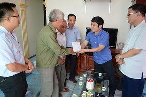 Đại diện Bộ LĐ-TB&XH thăm hỏi gia đình công nhân bị tai nạn lao động