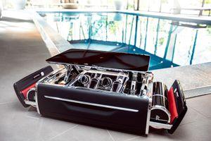Ngắm bộ đồ uống champagne xa xỉ của Rolls-Royce giá 47.500 USD