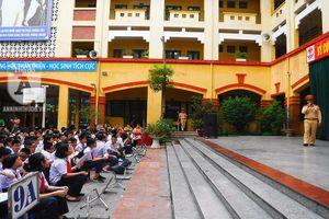 Hơn 500 học sinh hào hứng trước hoạt động tuyên truyền ATGT