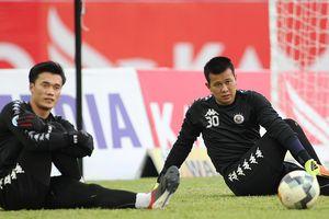 Thủ môn số một của CLB Hà Nội phải nhường suất cho Bùi Tiến Dũng