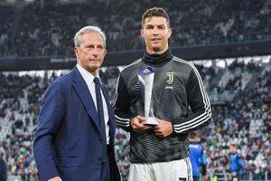 Ronaldo lập thành tích chưa từng có trong lịch sử