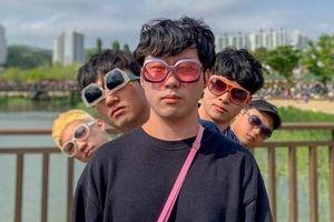 Bộ sưu tập dáng chụp ảnh 'bất chấp' của nhóm bạn thân Hàn Quốc