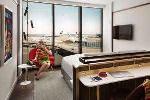 Khách sạn độc đáo bên trong sân bay vừa khai trương ở New York