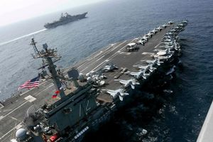 Hải quân Mỹ tập trận tại Biển Arab