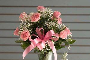 Cách cắm hoa hồng đẹp lung linh cho người không có 'hoa tay'