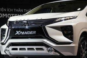 Vụ chết máy chưa hết 'hot', Mitsubishi Xpander tiếp tục chảy dầu: Dấu hỏi về chất lượng?