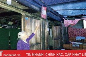 Lốc xoáy kèm mưa lớn, hàng chục nhà dân Hương Khê bị tốc mái