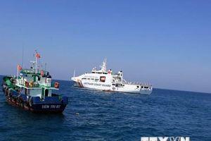 Cảnh sát biển Vùng 2 đồng hành với ngư dân huyện đảo Lý Sơn