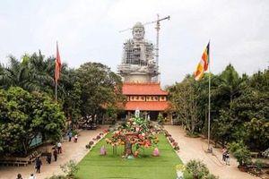 Hàng trăm người về chùa Khai Nguyên nhân dịp Đại lễ Phật đản