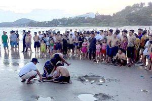 5 học sinh đuối nước khi đi tắm biển, 2 em tử vong