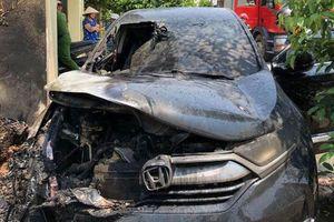 Nam Định: Honda CR-V bốc cháy giữa trưa nắng