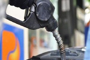 Nhập khẩu xăng dầu tiếp tục giảm mạnh trong 4 tháng đầu năm