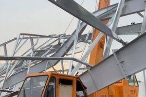 Bình Dương: Sập khung nhà xưởng, 4 người thương vong