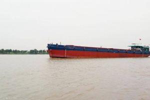 Liên tiếp xảy ra tai nạn liên quan đến tàu sông pha biển