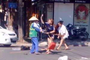 Nữ lao công bị đánh vì nhắc nhở đừng bỏ rác bừa bãi