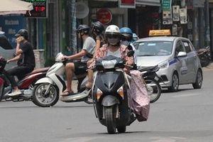 Người Hà Nội khốn khổ vì nắng nóng