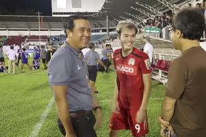Clip: Trợ lý của HLV Park Hang Seo 'tay bắt mặt mừng' với sao HAGL