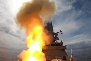Khu trục hạm Anh phóng tên lửa tối tân bắn rụng UAV trong chớp mắt