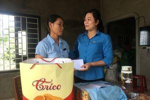 Thăm và trao quà hỗ trợ cho gia đình CNLĐ bị tai nạn lao động
