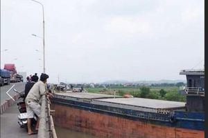 Cầu An Thái lại bị tàu thủy đâm, giao thông ùn tắc nhiều giờ