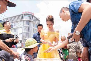 Hoa hậu Bùi Thị Hà: 'Làm từ thiện để giúp người, sao lại nói đánh bóng tên tuổi?'