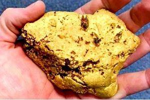 Người đàn ông tìm thấy cục vàng trị giá một trăm ngàn đô la