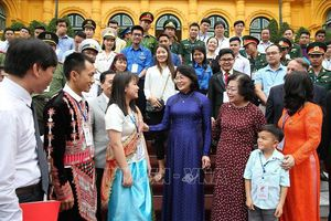 Phó Chủ tịch nước Đặng Thị Ngọc Thịnh gặp mặt Đoàn đại biểu được tặng Giải thưởng Vừ A Dính