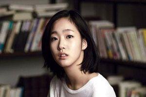 'Nàng thơ' 18+ Kim Go Eun nhận 'gạch đá' vì bị cho không xứng với Lee Min Ho