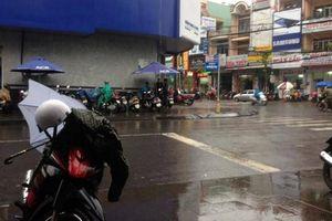 Cơn mưa 'vàng'... tiễn đợt nắng nóng 'khủng khiếp' tại Quảng Trị, Huế