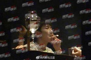 Vương Nguyên (TFBOYS) bị truyền thông chụp được những hình ảnh hút thuốc