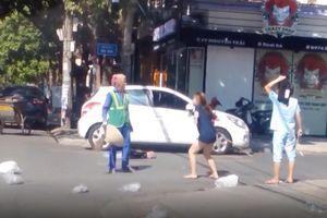 Chủ shop quần áo đánh chị lao công vừa bị xử phạt vừa bị dân mạng tẩy chay