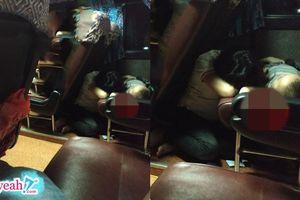 Hình ảnh người mẹ ngủ gục trên xe khách canh giấc ngủ của con gây xúc động: Tất cả mẹ sẽ dành cho con!